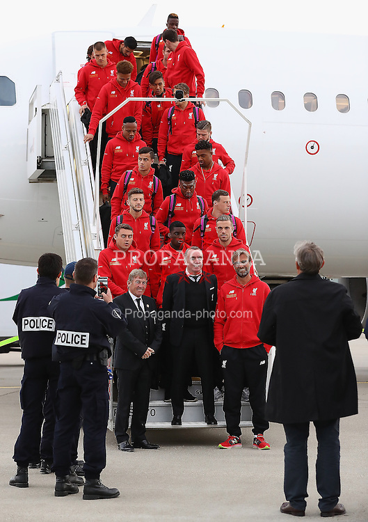 BASEL, SWITZERLAND - MAY 16: Liverpool's non-executive director Kenny Dalglish, Chief Executive Officer Ian Ayre, manager Jürgen Klopp and players pose for a photograph on the steps of the plane as they arrive at Basel airport ahead of the UEFA Europa League Final against Sevilla. (Photo by UEFA/Pool)