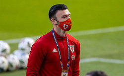 DUBLIN, REPUBLIC OF IRELAND - Sunday, October 11, 2020: Wales' Kieffer Moore, wearing a face mask, on the pitch before the UEFA Nations League Group Stage League B Group 4 match between Republic of Ireland and Wales at the Aviva Stadium. The game ended in a 0-0 draw. (Pic by David Rawcliffe/Propaganda)