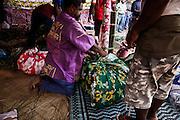 Le mariage se termine. Le clan de l'homme repart avec la femme et les enfants, ainsi que l'ensemble des présents, les ignames, les étoffes, les nattes, les produits de consommation, la tortue, les affaires personnelles de l'épouse et de ses enfants ainsi que toute les décorations.  - Mariage Kanak  - Tribu de Méhoué, Canala – Nouvelle Calédonie – Septembre 2013