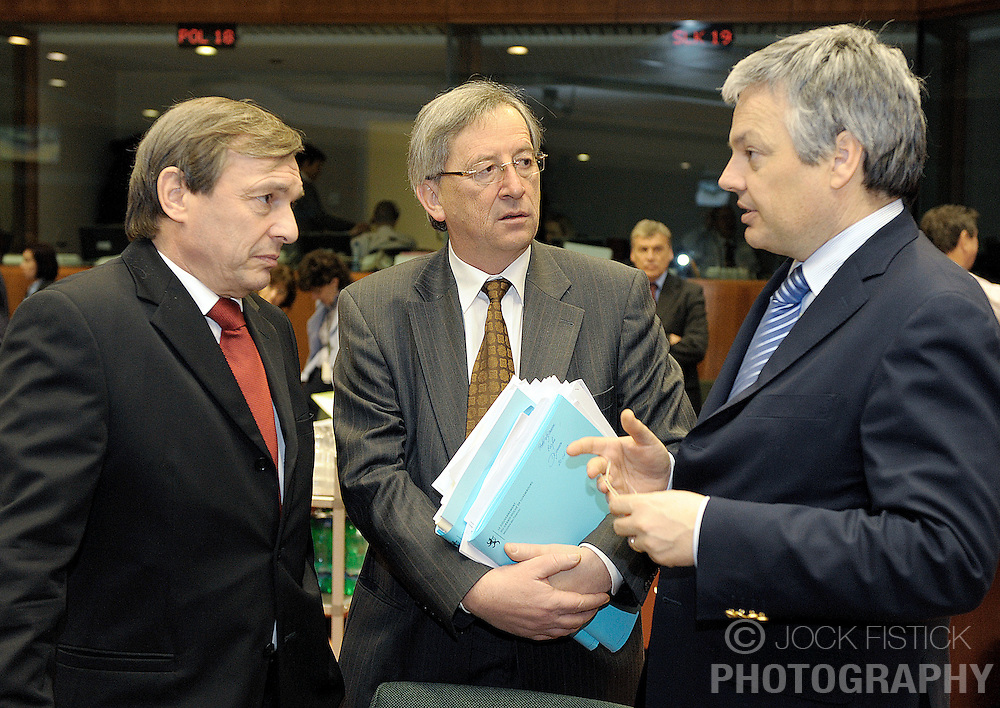 Jean-Claude Juncker, Luxembourg's prime minister, center, and Jeannot Krecke, Luxembourg's minister of economy and foreign trade, left, speak with Didier Reynders, Belgium's finance minister, during ECOFIN, the meeting of EU economic and finance ministers, Tuesday, Jan. 20, 2009, in Brussels, Belgium. (Photo / Jock Fistick)