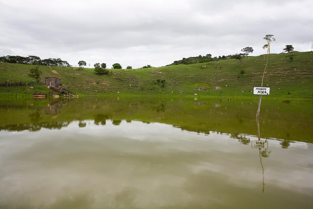 Santo Antonio do Jacinto_MG, Brasil...Lago em Santo Antonio do Jacinto, Minas Gerais...A lake in Santo Antonio do Jacinto, Minas Gerais...Foto: LEO DRUMOND / NITRO.