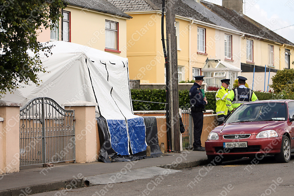 Gardai at work at the scene on O' Gorman Street in Kilrush where Leslie Kenny was shot dead last Wednesday morning.<br /> Photograph by Yvonne Vaughan