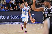 DESCRIZIONE : Campionato 2014/15 Dinamo Banco di Sardegna Sassari - Dolomiti Energia Aquila Trento Playoff Quarti di Finale Gara3<br /> GIOCATORE : Edgar Sosa<br /> CATEGORIA : Palleggio Schema Mani<br /> SQUADRA : Dinamo Banco di Sardegna Sassari<br /> EVENTO : LegaBasket Serie A Beko 2014/2015 Playoff Quarti di Finale Gara3<br /> GARA : Dinamo Banco di Sardegna Sassari - Dolomiti Energia Aquila Trento Gara3<br /> DATA : 22/05/2015<br /> SPORT : Pallacanestro <br /> AUTORE : Agenzia Ciamillo-Castoria/L.Canu