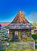 Drewniane chaty przy ul. Kościeliskiej w Zakopanem