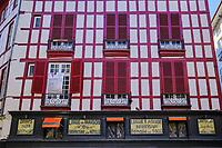 France, Pyrénées-Atlantiques (64), Bayonne, rue Argenterie // France, Pyrénées-Atlantiques (64), Bayonne, rue Argenterie