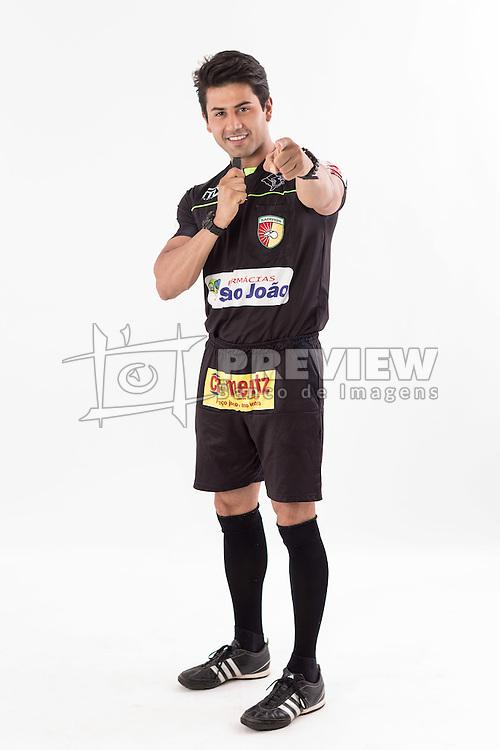 Douglas Schwengber é arbitro de futebol e ganhou alguns concursos de beleza. Recentemente ficou em segundo lugar em um de mister model na Europa. FOTO: Jefferson Bernardes/ Agência Preview