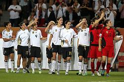 09.07.2011, Arena im Allerpark Wolfsburg , Wolfsburg ,  GER, FIFA Women Worldcup 2011, Viertelfinale ,   Germany (GER) vs Japan (JPN)  im Bild   .die deutsche Mannschaft trägt ein Banner mit Dank an die Fans enttäuscht nach der 1:0 Niederlage gegen Japan über den Platz , Deutschland ist aus der WM ausgeschieden .//  during the FIFA Women Worldcup 2011, Quarterfinal, Germany vs Japan  on 2011/07/09, Arena im Allerpark , Wolfsburg, Germany.  .EXPA Pictures © 2011, PhotoCredit: EXPA/ nph/  Hessland       ****** out of GER / CRO  / BEL ******