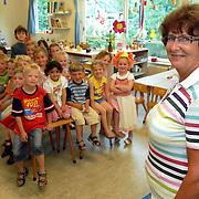 NLD/Huizen/20070606 - Juf Ingrid Groothoff van de Kon.Wilhelminaschool Huizen neemt afscheid