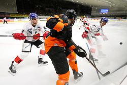 26.10.2018, Merkur Eisstadion, Graz, AUT, EBEL, Moser Medical Graz 99ers vs HC TWK Innsbruck Die Haie, 13. Runde, im Bild von links Jonathan Carlsson (HC TWK Innsbruck Die Haie), Curtis Hamilton (Moser Medical Graz 99ers) und Philipp Lindner (HC TWK Innsbruck Die Haie) // during the Erste Bank Icehockey League 13th round match between Moser Medical Graz 99ers and HC TWK Innsbruck Die Haie at the Merkur Ice Stadium, Graz, Austria on 2018/10/26, EXPA Pictures © 2018, PhotoCredit: EXPA/ Erwin Scheriau