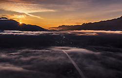 THEMENBILD - Sonnenaufgang ueber der Landschaft des Pinzgaus mit Nebel, aufgenommen am 09. August 2019 in Kaprun, Österreich // Sunrise over the landscape of the Pinzgau with fog, Kaprun, Austria on 2019/08/09. EXPA Pictures © 2019, PhotoCredit: EXPA/ JFK