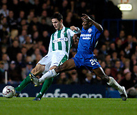 Photo: Leigh Quinnell.<br /> Chelsea v Real Betis. UEFA Champions League.<br /> 19/10/2005. Chelseas Shaun Wright-Phillips stretches to reach Melli of Bettis.