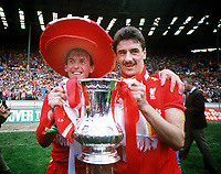Fotball<br /> Liverpool<br /> Foto: Colorsport/Digitalsport<br /> NORWAY ONLY<br /> <br /> Kenny Dalglish (left) and Ian Rush (right) with the FA Cup. 1986 FA Cup Final @Wembley.