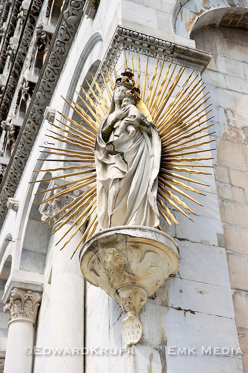 A statue (1480) of the Madonna sculpted by Matteo Civitali to celebrate the end of the 1476 plague, on the left corner of the facade of  San Michele in Foro, a Roman Catholic basilica church in Lucca, Tuscany, Italy.