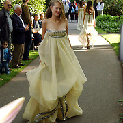 NLD/Lisse/20050512 - Frederique van der Wal doopt haar lelie genaamd Frederique's Choice in de Keukenhof, Sofia Oosterwaal