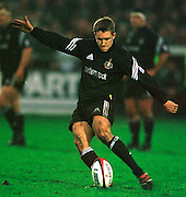 Gloucester, United Kingdom 20001223 Gloucester v Newcastle Premiership, Newcastle's Jonny Wilkinson - kicking a penalty. [Mandatory Credit, Peter Spurrier/ Intersport Images] Played At Gloucester's Kingsholm Ground.