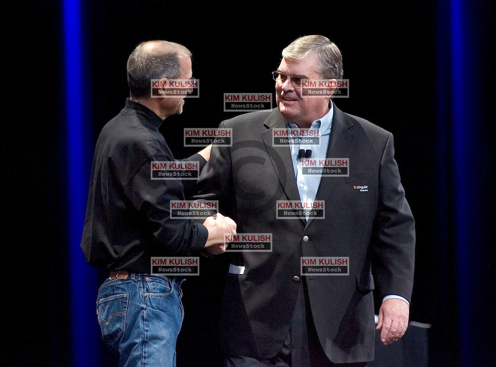 Apple Computer Inc. Chief Executive Officer Steve Jobs (L) shakes hands with Stan Sigman, chief executive officer of Cingular Wireless LLC, after introducing the new iPhone in San Francisco, California, January 9, 2007. Apple unveiled an eagerly-anticipated iPod mobile phone with a touch-screen on Tuesday, priced at $599 for 8 gigabytes of memory, pushing the company's shares up as much as 8.5 percent. Jobs said the iPhone, which also will be available in a 4-gigabyte model for $499, will ship in June in the United States. The phones will be available in Europe in the fourth quarter and in Asia in 2008.  Photo by Kim Kulish