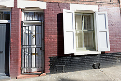 © Licensed to London News Pictures. 21/05/2015. London, UK. House in Winkley Street in Bethnal Green that police have searched in connection with the Hatton Garden burglary. William Lincoln of Winkley Street, E1 has been charged with conspiracy to burgle following the Hatton Garden heist. Photo credit : Vickie Flores/LNP