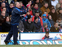 Photo: Daniel Hambury.<br />Crystal Palace v Leeds United. Coca Cola Championship. 04/03/2006.<br />Leeds' manager Kevin Blackwell encourages his team from the sidelines.
