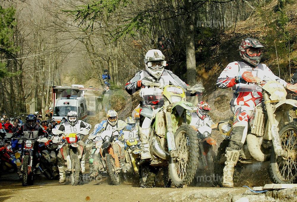 Castelvecchio Pascoli , 100207 , Extremenduro Hellsgate  In jedem Fruehjahr wird in Italien das haerteste Endurorennen der Welt veranstaltet. Es heisst -Hellsgate-.  Im Foto: Start des Fahrerfeld