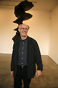 TONY CRAGG, Sculptures. Tony Cragg. Lisson Gallery. Bell st. Collectors opening. 15 May 2006.  ONE TIME USE ONLY - DO NOT ARCHIVE  © Copyright Photograph by Dafydd Jones 66 Stockwell Park Rd. London SW9 0DA Tel 020 7733 0108 www.dafjones.com