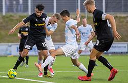 Ali Messaoud (Vendsyssel FF) presses af Anders Holst og Elijah Just (FC Helsingør) under kampen i 1. Division mellem FC Helsingør og Vendsyssel FF den 18. september 2020 på Helsingør Stadion (Foto: Claus Birch).