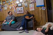 Alice Attatayuk Kakoona i hemmet tillsammans med sin son Isaiah Kakoona och pappa Joseph Eningowuk. Shishmaref. Alaska, USA<br /> <br /> Fotograf: Christina Sjögren<br /> <br /> Photographer: Christina Sjogren<br /> Copyright 2018, All Rights Reserved