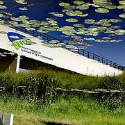 Nederland Moordrecht 24 mei 2007 20070524..Weerspiegeling van viaduct Hoogheemraadschap Schieland en de Krimpenenrwaard in het water..Serie tbv Schieland en de Krimpenerwaard, deze zorgt als waterschap voor droge voeten en schoon water in een bepaald gebied. Het beheersgebied van Schieland en de Krimpenerwaard strekt zich uit tussen Rotterdam, Schoonhoven en Zoetermeer. Binnen dit gebied zorgt Schieland en de Krimpenerwaard voor de kwaliteit van het oppervlaktewater, het waterpeil en de waterkeringen. Daarnaast beheert Schieland en de Krimpenerwaard een aantal wegen in de Krimpenerwaard...Foto David Rozing