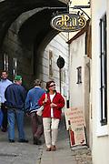Jindrichuv Hradec/Tschechische Republik, Tschechien, CZE, 31.08.2007: Das Unternehmen Hill´s Liquere S.R.O. wurde 1920 von Albin Hill  gegründet. Die Tradition wurde 1947 von Radomil Hill weitergeführt - heute wird das Unternehmen von seiner Tochter Ilona Musialova geleitet. Hill´s Spirituosen Geschäft in der Innenstadt von Jindrichuv Hradec. <br /> <br /> Jindrichuv Hradec/Czech Republic, CZE, 31.08.2007: Albin Hill established Hill's Liguere in 1920. He started out as a wine wholesaler and soon after he began producing his own liquor and liqueurs. In 1947 his son Radomil Hill continues this tradition and today his daughter Ilona Musialova is leading the company. Hill's liquere shop in the city centre of Jindrichuv Hradec.