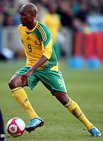 Fotball , 10. oktober 2009 , Privatkamp , Norge - Sør-Afrika<br /> Norway - South-Africa 1-0<br /> <br /> Katlego Mphela  , Sør-Afrika