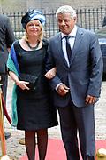 Prinsjesdag 2013 - Aankomst Parlementariërs bij de Ridderzaal op het Binnenhof.<br /> <br /> Op de foto:   Jet Bussemaker - Minister van Onderwijs, Cultuur en Wetenschap en partner