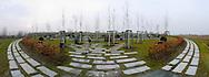 Deutschland, DEU, Berlin, 2002: Tierfriedhof; Blickwinkel 180 Grad. Das Berliner Tierheim ist das groesste und modernste auf der Welt. | Germany, DEU, Berlin, 2002: Animal cemetery, angle of view 180°. World's biggest and most modern animal shelter in Berlin. |