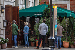 © Licensed to London News Pictures. 24/09/2020. London, UK. Members of the public queue up at The Ivy restaurant in Covent Garden, London before the 10pm curfew. Pubs and restaurants in Soho London prepare for the 10pm curfew which comes into force today. The Prime Minister Boris Johnson in his addressed to the Nation this week revealed further Covid restrictions including early closing of pubs and restaurants by 10pm from Thursday and increased fines for not wearing a face mask as a spike in coronavirus cases continues throughout the UK. Photo credit: Alex Lentati/LNP