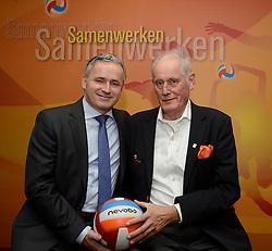 12-12-2015 NED: Bondsvergadering Nevobo, Nieuwegein<br /> Hans Nieukerke is vandaag benoemd tot erevoorzitter van de Nevobo. De 73-jarige Nieukerke ontving in het Huis van de Sport deze eer bij het afscheid van zijn twaalfjarig voorziterschap en kreeg de unieke gouden bondsspeld met drie briljanten opgespeld / Hans, Peter