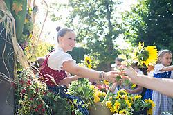 11.09.2016, Wien, AUT, Erntedankfest der Österreichischen Jungbauernschaft im Augarten. im Bild Feature // during harvest festival in Vienna, Austria on 2016/09/11. EXPA Pictures © 2016, PhotoCredit: EXPA/ Michael Gruber