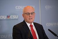 DEU, Deutschland, Germany, Berlin, 18.10.2016: Volker Kauder, Vorsitzender der CDU/CSU-Bundestagsfraktion, bei einem Pressestatement vor Beginn der Fraktionssitzung der CDU/CSU im Deutschen Bundestag.