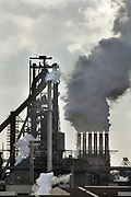 Nederland, Velsen, 26-2-2013     Beverwijk, IJmuiden, Wijk aan zeeCorus, hoogovens. Metaalindustie, staalproductie, staalproduktie, zware industrie, vraag en aanbod staal op wereldmarkt, smelterij, luchtvervuiling, luchtverontreiniging, milieu, milieuvervuiling, luchtkwaliteit, stof, stofdeeltjes, economie, british steel, fusie, werkgelegenheidFoto: Flip Franssen