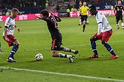 Fussball: 1. Bundesliga, Hamburger SV - FC Bayern Muenchen, Hamburg, 22.01.2016<br /> <br /> Thomas Mueller (Bayern, m.) - Cleber Reis (HSV)<br /> <br /> © Torsten Helmke