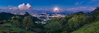 Brasil - ES - Vitoria - Panoramica - Vista do Parque da Fonte Grande com a cidade de Vitoria ao Fundo ao anoitecer. Foto David Protti
