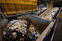 03 JAN 2012, BERLIN/GERMANY:<br /> Sortieranlage fuer Anfall / Wertstoffe aus der Gelben Tonne, Alba Recycling GmbH, Berlin-Mahlsdorf<br /> IMAGE: 20120103-01-004<br /> KEYWORDS: Wertstoffe, Recycling, Alba Group, Urban Mining, Gelber Sack, Gruener Punkt, Grüner Punkt, Duales System, Muell. Müll. Verwertung