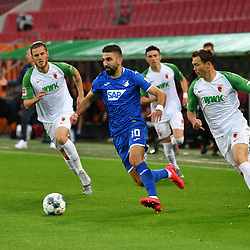 v.l. Jeffrey GOUWELEEUW (A) und Munas DABBUR (1899)  und  Stephan LICHTSTEINER (A)<br /> <br /> Sport: Fussball: 1. Bundesliga: Saison 19/20: 32. Spieltag, 17.06.2020.<br /> FC Augsburg (A) - TSG 1899 Hoffenheim (1899) <br /> Foto: Frank Hoermann/FOTOAGENTUR SVEN SIMON/POOL/PIX-Sportfotos<br /> <br /> Nur fuer journalistische Zwecke! <br /> Only for editorial use!<br /> <br /> DFL regulations prohibit any use of photographs as image sequences and/or quasi-video.<br /> National and International News Agencies OUT<br /> NO RESALE!