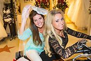 DEURNE - Portretten van Ramona Poels in haar bruidswinkel Koonings te Deurne en haar vriendin Romy Goossens op de Motor. FOTO LEVIN DEN BOER - KWALITEITFOTO.NL