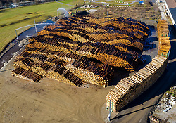 THEMENBILD - Luftaufnahme des Nasslager Ainet. Bis zu 65.000 Kubikmeter Holz können hier in der Qualität und im Wert erhalten werden, Ainet am Donnerstag den 19. November 2020 // Aerial view of the wet storage for wood in Ainet.  Up to 65,000 cubic meters of wood can be preserved here in quality and value, Ainet on Thursday November 19, 2020. EXPA Pictures © 2020, PhotoCredit: EXPA/ Johann Groder