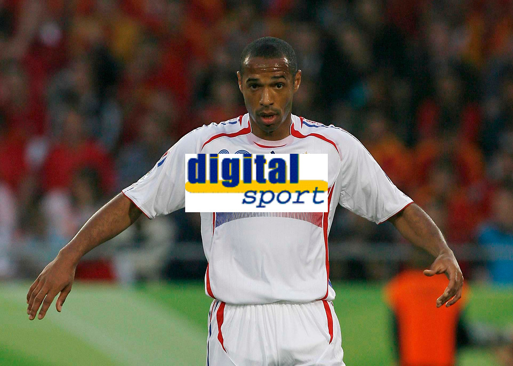Photo: Glyn Thomas.<br />Spain v France. Round 2, FIFA World Cup 2006. 27/06/2006.<br /> France's Thierry Henry.