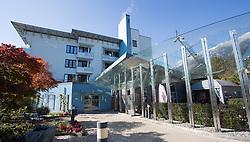 THEMENBILD - das Gebäude der Privatklinik Hochrum, in der zahlreiche Spitzensportler (zur Zeit Anna Fenninger, AUT) medizinisch betreut werden, aufgenommen am 22. Oktober 2015, Rum, Österreich // the main building of the private clinic Hochrum, where numerous top athletes (currently Anna Fenninger of Austria) are in medical care, Rum, Austria on 2015/10/22. EXPA Pictures © 2015, PhotoCredit: EXPA/ Jakob Gruber