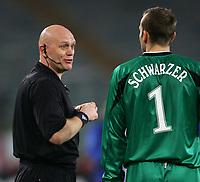 Fotball<br /> Foto: Graffiti/Digitalsport<br /> NORWAY ONLY<br /> <br /> Roma 15/3/2006 <br /> Uefa Cup - Roma Middlesbrough 2-1 (0-1) <br /> <br /> Referee Tom Henning Øvrebo and Middlesbrough goalkeeper Mark Schwarzer
