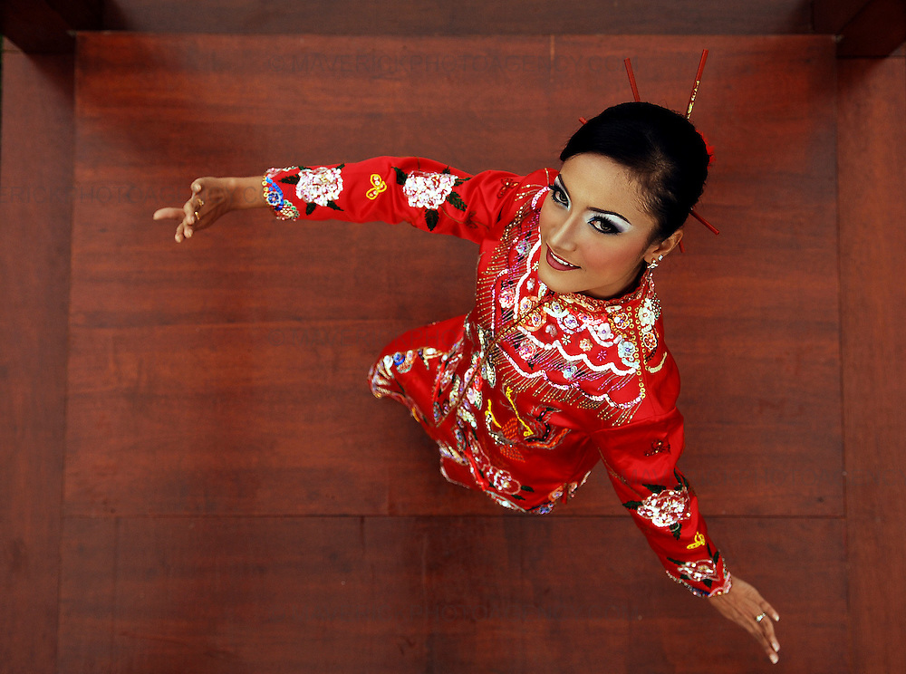 Malaysian State dancers - Johor Heritage Foundation unveiled at the Malaysia Pavilion at Holyrood Park running from the Saturday 16th August until 22nd August.  Pictured Malaysian dancer Norazlinda Azman from the Johor Heritage Foundation.