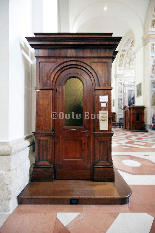 multi langue confession booth Italy