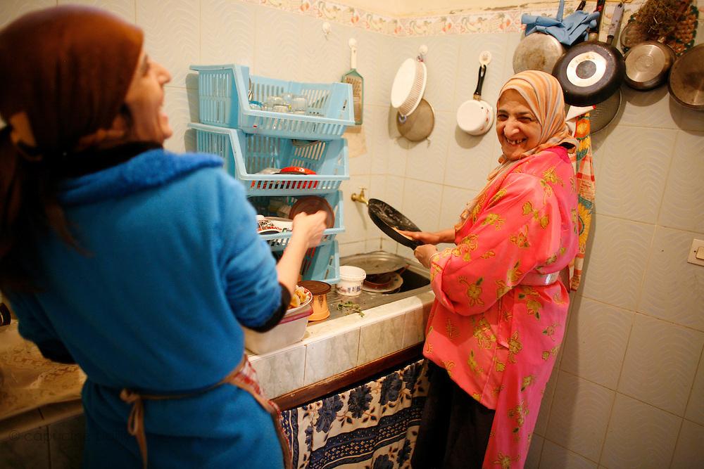 Marrakech, Maroc. 21 Decembre 2007..Aid El Kebir est une des fetes les plus importantes de l'Islam. ..Marrakesh, Morocco. December 21st 2007..Mustapha's sisters, Hayat (left) and Hachoma (right) prepare the meal for Eid Al-Adha. Eid Al-Adha is one of the most important celebrations in the Islam traditions.