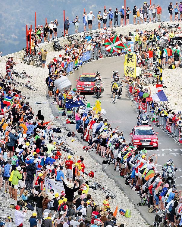Frankrijk, Mont Ventoux, 14-07-2013.<br /> Wielrennen, Tour de France.<br /> Etappe van Givors naar Mont Ventoux, 256,8 km.<br /> Christopher Froome komt op 500 meter voor de finish op de Mont Ventoux alleen omhoog.<br /> Foto: Klaas Jan van der Weij