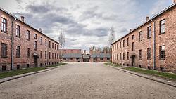 THEMENBILD - Das Stammlager Auschwitz I gehörte neben dem Vernichtungslager KZ Auschwitz II–Birkenau und dem KZ Auschwitz III–Monowitz zum Lagerkomplex Auschwitz und war eines der größten deutschen Konzentrationslager. Es befand sich zwischen Mai 1940 und Januar 1945 nach der Besetzung Polens im annektierten polnischen Gebiet des nun deutsch benannten Landkreises Bielitz am südwestlichen Rand der ebenfalls umbenannten Kleinstadt Auschwitz (polnisch Oświęcim). Teile des Lagers sind heute staatliches polnisches Museum bzw. Gedenkstätte. Im Bild eine Straße im Lager, aufgenommen am 11.04.2018, Oswiecim, Polen // Auschwitz concentration camp was a network of concentration and extermination camps built and operated by Nazi Germany in occupied Poland during World War II. It consisted of Auschwitz I (the original concentration camp), Auschwitz II–Birkenau (a combination concentration/extermination camp), Auschwitz III–Monowitz (a labor camp to staff an IG Farben factory), and 45 satellite camps. Concentration camp Auschwitz I, Oswiecim, Poland on 2018/04/11. EXPA Pictures © 2018, PhotoCredit: EXPA/ Florian Schroetter